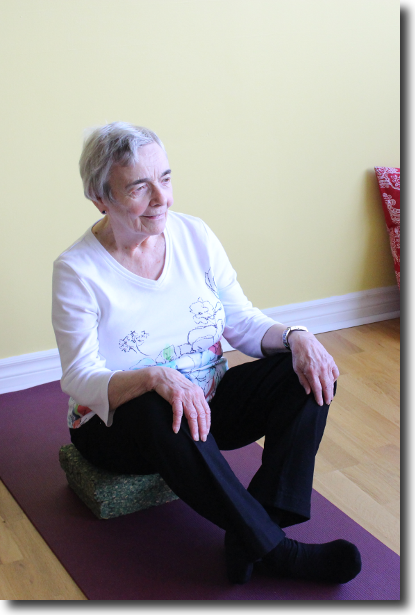 Margaret dEntremont in Sukhasana